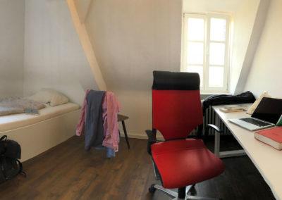 Wohnheim-Zimmer-Studentenwohnheim-02
